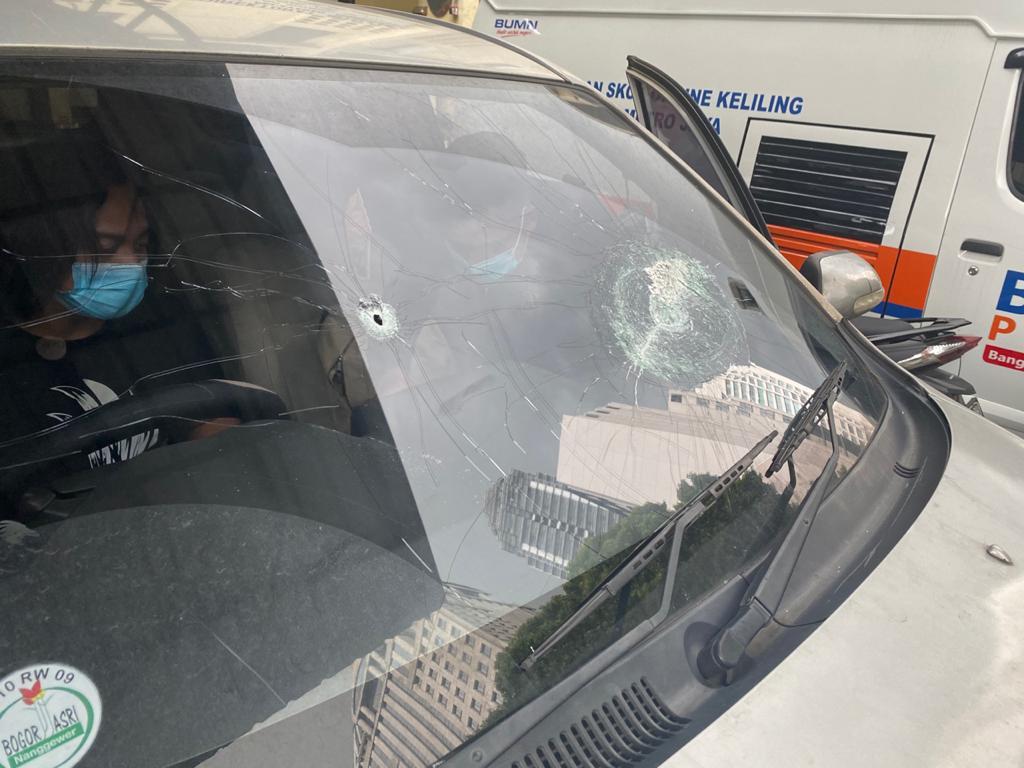 Barang bukti kendaraan dalam kontak senjata simpatisan Rizieq Shihab dan polisi di Tol Jakarta-Cikampek KM50. Medcom.id/Siti Yona Hukmana
