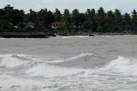 Tinggi Gelombang di Laut Flores Timur Diramal Capai 4 Meter