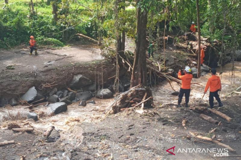 Tim Basarnas dan BPBD belum menemukan korban banjir bandang di Minahasa Tenggara. (ANTARA/HO-Dok. Pribadi).