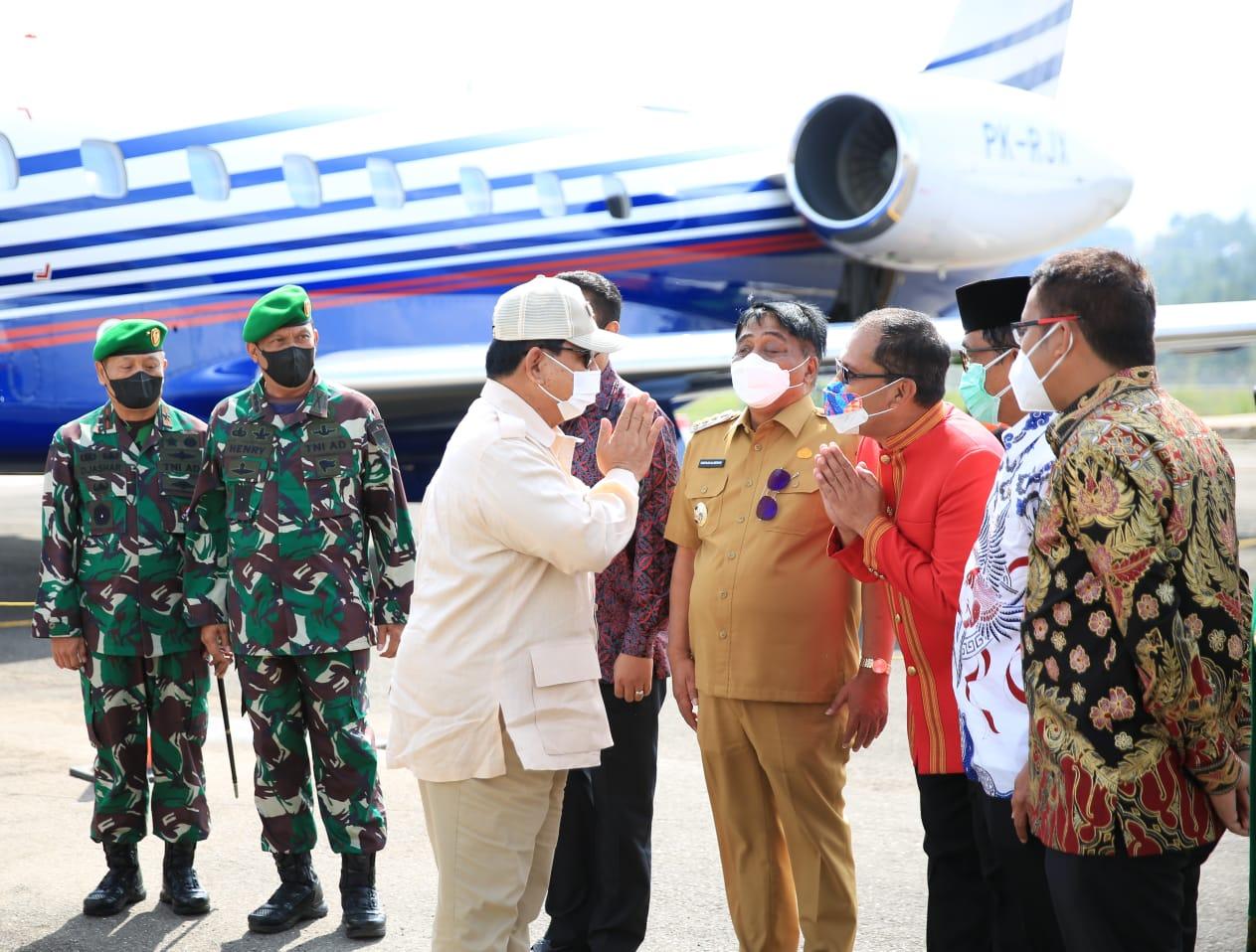 Wali Kota Makassar Danny Pomanto sambut Prabowo Subianto/Makassarkota.go.id