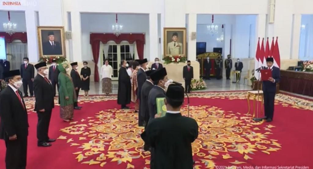Presiden Joko Widodo melantik 17 Dubes. Youtube BPMI Setpres Presiden Joko Widodo melantik 17 Dubes. Youtube BPMI Setpres